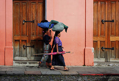 Photograph - Guatemalan Women by Roberto Pagani