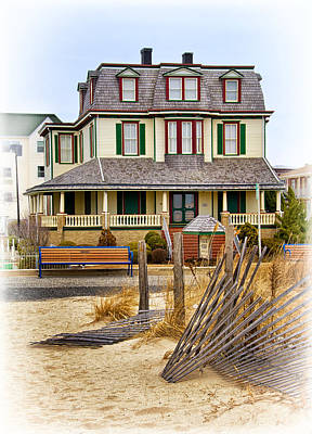 Photograph - Guesthouse At The Beach by Carolyn Derstine