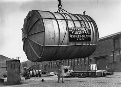 Photograph - Guinness Lift by Reg Speller