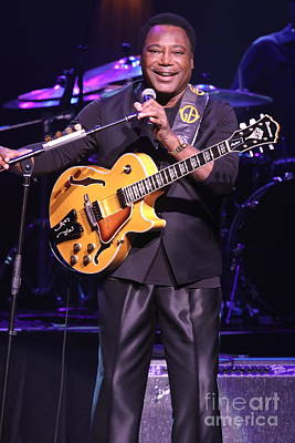 Photograph - Guitarist George Benson by Concert Photos