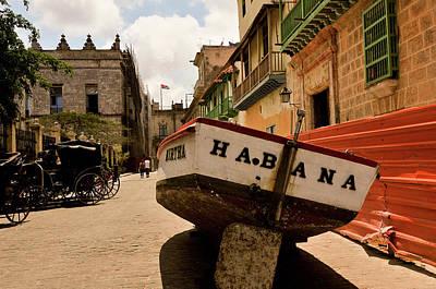 City Streets Photograph - Habana by Andriy Zolotoiy
