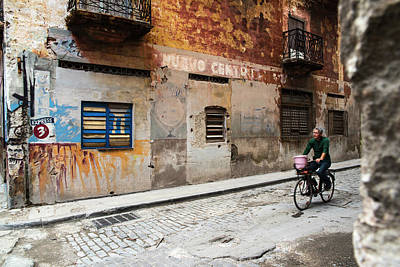 Photograph - Habana Vieja Ride by Yuri Santin