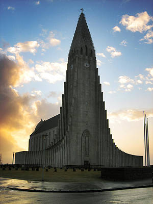Stone Buildings Photograph - Hallgrimskirkja by Oliver Johnston