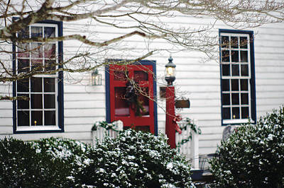 Photograph - Hallsborough Tavern Back Door Decorated For The Holidays by Suzanne Powers