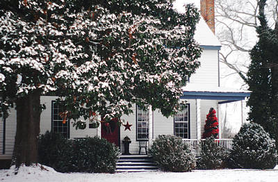 Photograph - Hallsborough Tavern Decorated For Christmas Midlothian Va by Suzanne Powers