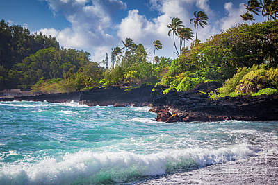 Photograph - Hana Bay Waves by Inge Johnsson