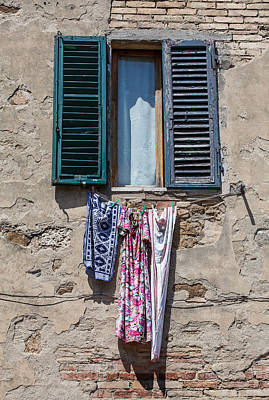 Painting - Hanging Clothes Of Tuscany by David Letts