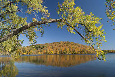 Medina Lake Photograph - Hanging by Joe Medina
