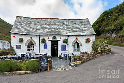 Photograph - Harbour Light, Boscastle by Terri Waters