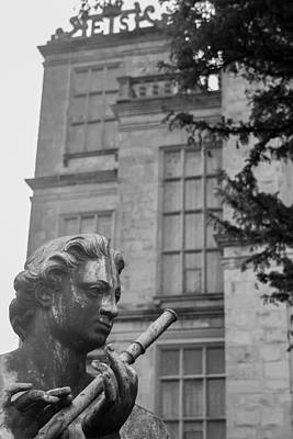 Old Bess Photograph - Hardwick Hall Statue by Mo Barton