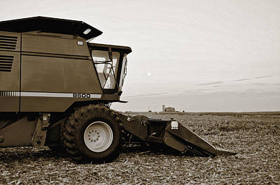 Illinois Barns Photograph - Harvest Moon by Tom Druin