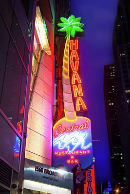 Photograph - Havana Central Restaurant And Bar by Mark Andrew Thomas