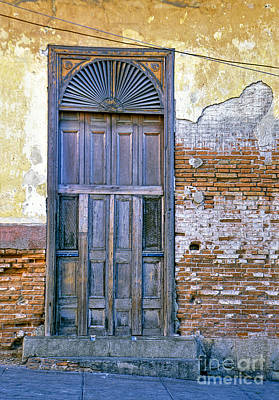 Photograph - Havana Cuba Doorway by David Zanzinger