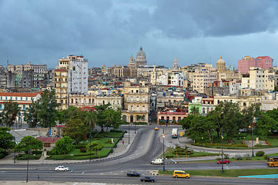 Photograph - Havana Vieja 3 by Arthur Dodd