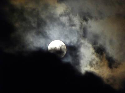 Photograph - Hawaiian Moon by Elizabeth Hoskinson