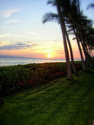 Photograph - Hawaiian Tropical Sunset by Glenn McCarthy