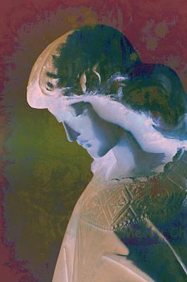 Avantgarde Photograph - Heavenly Face by Susanne Van Hulst