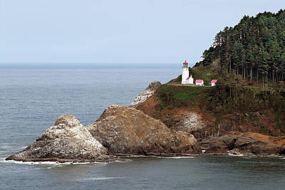 Iconic Lamp Design Photograph - Heceta Head Lighthouse - Oregon's Scenic Pacific Coast Viewpoint by Christine Till