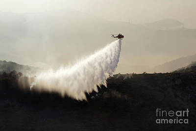 Photograph - Helicopter Firefighting by Rick Mann