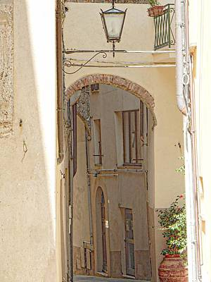 Photograph - Hidden Alleyway Cetona by Dorothy Berry-Lound