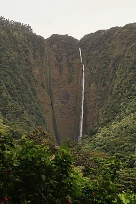 Photograph - Hi'ilawe Falls by Pamela Walton