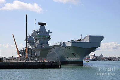 Hms Queen Elizabeth Aircraft Carrier At Portmouth Harbour Art Print