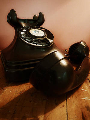 Telephone Photograph - Hold On by Osvaldo Hamer