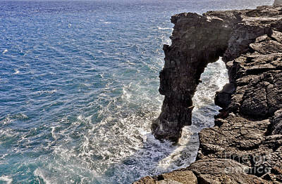 Photograph - Holei Sea Arch by Gina Savage