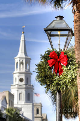 Gas Lamp Photograph - Holiday Wreath St Michaels Church Charleston Sc by Dustin K Ryan
