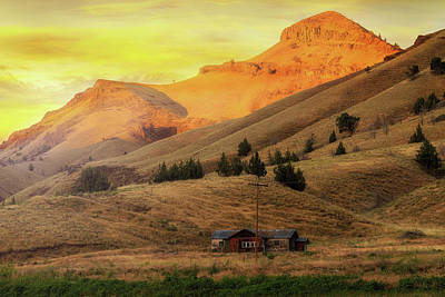 Farmland Photograph - Home On The Range In Antelope Oregon by David Gn