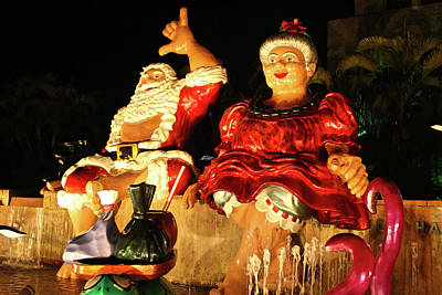 Photograph - Honolulu Christmas Couple by Melvin Ah Ching