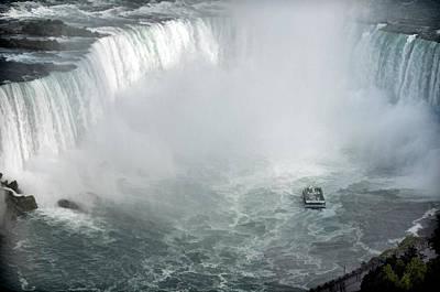 Lake Erie Drawing - Hornblower Ferry At Horseshoe Falls by Ginger Wakem