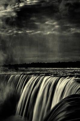 Photograph - Horseshoe Falls B W by Roger Passman