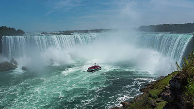 Photograph - Horseshoe Falls Hornblower by Brenda Jacobs