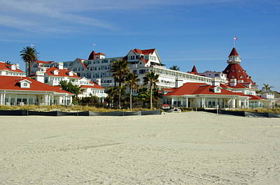 Photograph - Hotel Del Coronado Beach by Jeff Lowe