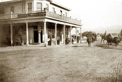 Photograph - Hotel Mosconi, Half Moon Bay 1908 by California Views Mr Pat Hathaway Archives
