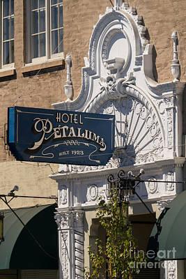 Photograph - Hotel Petaluma In Petaluma California Usa Dsc3862 by Wingsdomain Art and Photography