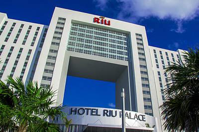 Hotel Riu Palace In Cancun Art Print