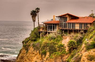 House On Crescent Bay Art Print by Itay Dollinger
