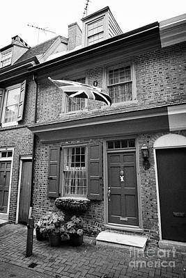 Elfreths Alley Photograph - house with old british flag on elfreths alley in the old city of Philadelphia USA by Joe Fox
