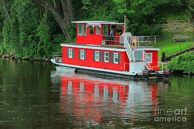 Houseboat On The Mississippi River Art Print by Teresa Zieba
