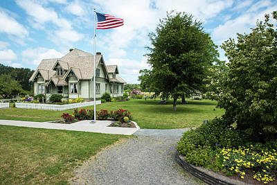 Photograph - Hovander Homestead With Flag by Tom Cochran