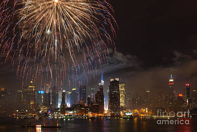 Photograph - Hudson River Fireworks II by Clarence Holmes