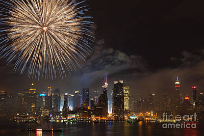 Photograph - Hudson River Fireworks IIi by Clarence Holmes