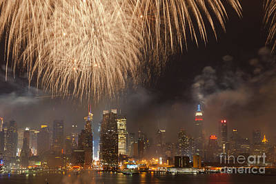 Photograph - Hudson River Fireworks Vi by Clarence Holmes