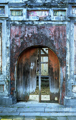 Photograph - Hue Imperial Enclosure Arch by Rick Piper Photography