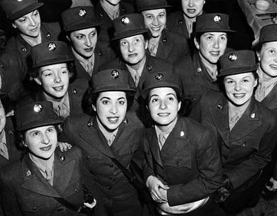 1940s Candid Photograph - Hundreds Of Women From The Womens by Everett