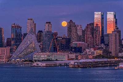 Photograph - Hunter's Moon Over Ny by Francisco Gomez
