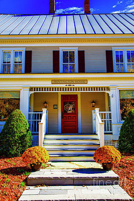 Photograph - Huntington House by Rick Bragan