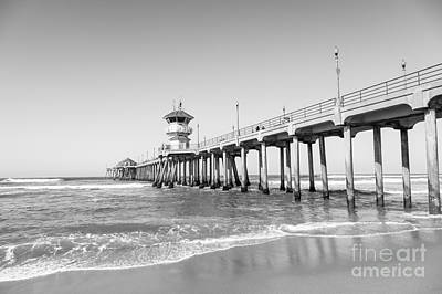 Huntington Beach California Photograph - Huntington Pier In Huntington Beach Ca by Paul Velgos